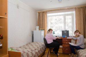 Плюсы и минусы проживания в студенческом общежитии