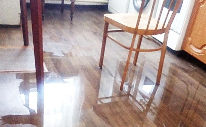 Нечистоты затопили квартиры инвалидов и ветеранов в Убинке