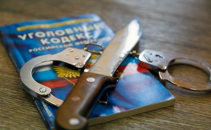 Женщина с ножом отобрала 200 рублей у врача в Новосибирске