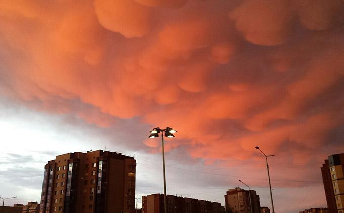 Опасные вымевидные облака запечатлели в небе над Новосибирском