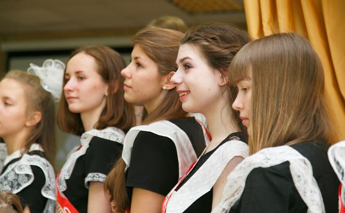 Названы цены на выпускные платья в Новосибирске