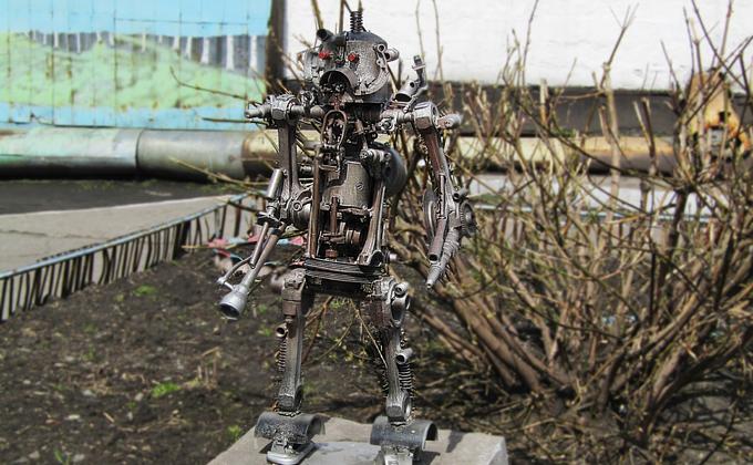 Робот-гуманоид появился в новосибирской колонии №8