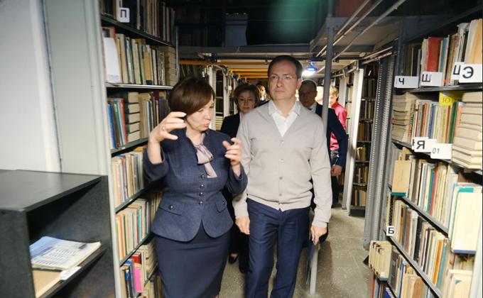 Министр Мединский вручил библиотекам Новосибирска сертификаты на новое оборудование