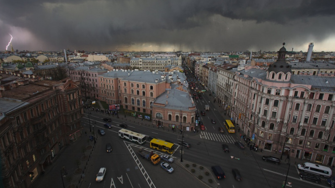 Во вторник по Петербургу ударит гром с грозой