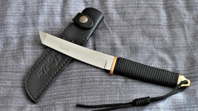 Полицейского в Волхове ударили ножом