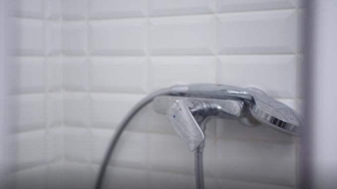 На Ириновском полиция нашла труп пенсионера: тело с повреждениями лежало в ванне