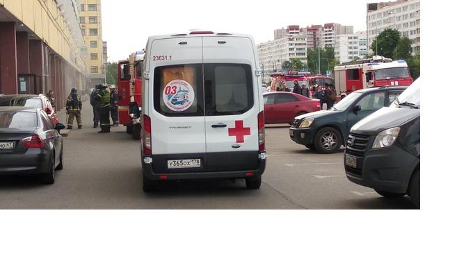 На Софийской  фитнес-клуб эвакуировали из-за запаха дыма