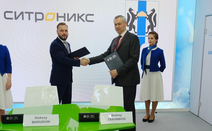 Губернатор Травников подписал первые соглашения в рамках Петербургского экономического форума