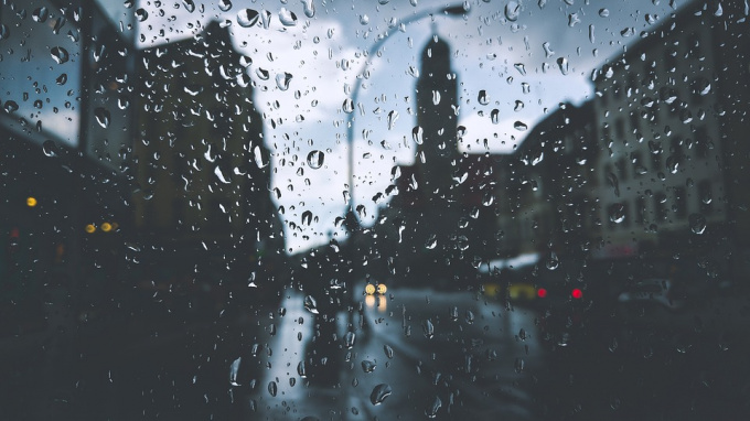 В воскресенье в Петербург придут ливни и грозы