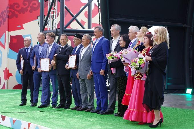 Президент Татарстана посетил Сабантуй в Новосибирске