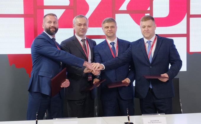 Первые соглашения подписал губернатор на экономическом форуме в Петербурге