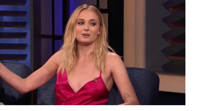 Софи Тернер обвинила Кита Харингтона в появлении стаканчика из Starbucks в